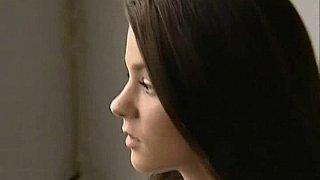 令人惊叹的18岁青少年有肛交和面部