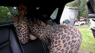 自然滴滴吮吸和他妈的大公鸡在车里
