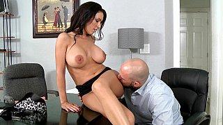 我的老板是最好的乳房老板!