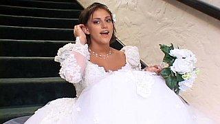 三人性爱中的美丽新娘