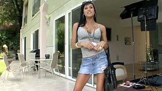 时尚的Gia Dimarco展示她美味的屁股!