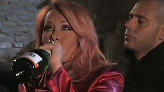 醉红头发的意大利摩洛伊斯兰解放阵线在烛光下做爱