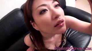 日本妈妈Akari Hoshino在丝袜pov titjob