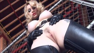 艾登向她的新奴隶展示了绳索