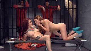 莱西为囚犯做秀