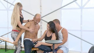 派对帐篷神秘人物:第1部分Dorinna赤身裸体
