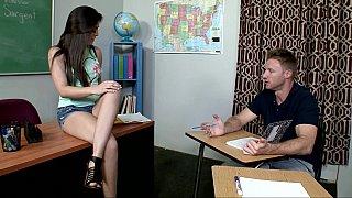 娜塔莉决定去找他的导师找答案
