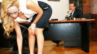 阿莱斯卡钻石吮吸和乱搞她的老板