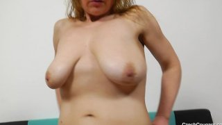 苏珊Blondie扮演加塑料阴茎