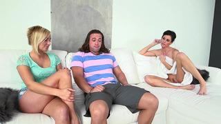 印度夏季希望与她的继女凯特英格兰和她的BF有3some