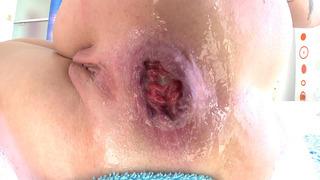 Dollie Darko散发她的屁股脸颊进行强烈的肛门扩张