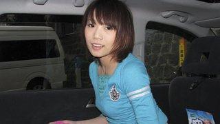 害羞的日本女孩得到性交