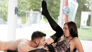 Woman who love to get fucked while having her assplug