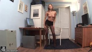 办公室女孩茵娜角质独奏行动与性感地带
