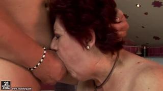 老海蒂正在寻找一位年轻性感的玩伴