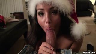 角质黑发女友罗拉福克斯吸吮和乘坐巨型圣诞老人的工作人员