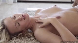 安德烈亚弗朗西斯与一个螺柱有色情的乐趣