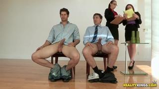 性感小鸡布鲁克林李和香奈儿普雷斯顿吸吮乔瓦尼和史蒂夫霍姆斯的鸡巴,并得到他们性交!