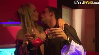 性爱派对上的绝对野性,今天是万圣节!