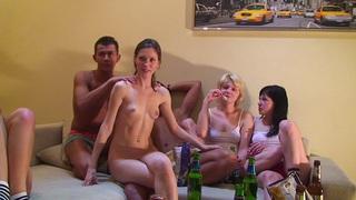 Aspen&Berta&Milana&Pandora在狂欢电影中与许多热辣美女和被赋予的家伙