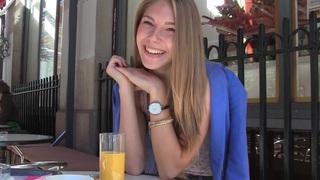 Anjelica在热的自制视频中展示了一对可爱的恋爱中的情侣