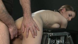 BDSM XXX大乳房子获得硬肛门