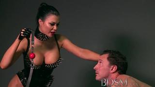 BDSM XXX Feisty奴隶女孩学习困难的方式