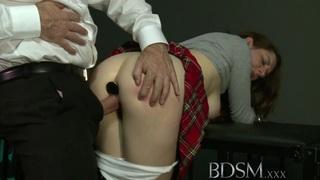 BDSM XXX肛门是教授一些潜艇的唯一方法