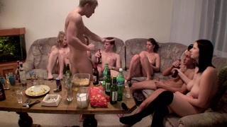 Dana&Janet Haven&Kristine Crystalis&Sonja在赤裸裸的学生享受核心和口交