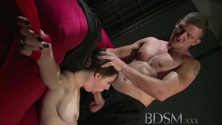 BDSM XXX美丽的性饥饿的小孩有她的紧张的洞