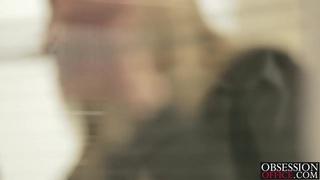 热金发的克里斯汀考特尼喜欢上了她的老板巴勃罗