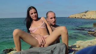 Aurita在一个可爱的情侣他妈的热自制色情视频