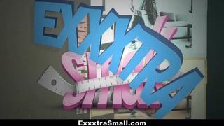 ExxxtraSmall  - 由Step-Bro伸展的娇小可爱