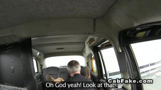 英国业余爱好者从驾驶室后面搞砸了