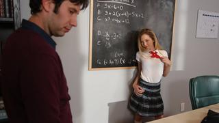 这是一位女学生如何勒索她的老师
