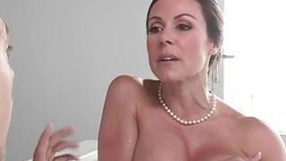 Kendra Lust和Giselle Mari分享bf