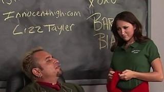 2名教师让女生服务他们的硬屌