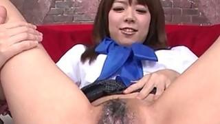 性感的年轻亚洲女孩得到她的阴毛剃光
