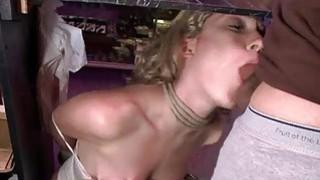 达林在公共场合受到粗暴的阴道处罚