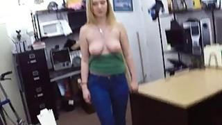 业余金发小妞去当铺,并得到性交困难