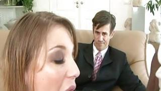 丈夫喜欢看他的妻子如何吸黑