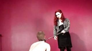 BDSM男性性奴隶用作小狗