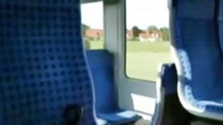 德国女孩在火车上吮吸公鸡