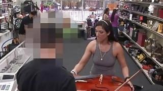 巴西人和她的大提琴在Pawshop