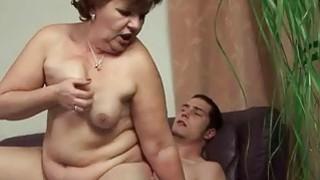胖奶奶和她年轻的男朋友享受性爱