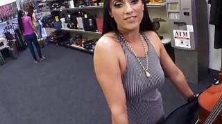 性感的业余爱好者通过她的仪器和阴道寻找钱