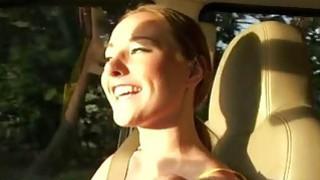 青少年Sam萨默斯向她的邻居证明她的乳房是真实的