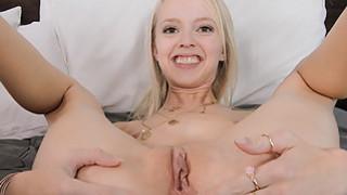 塞拉让她的男人他妈的她的屁股在相机上的