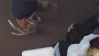 丰满的宝贝有一些严重的公鸡吸吮技能