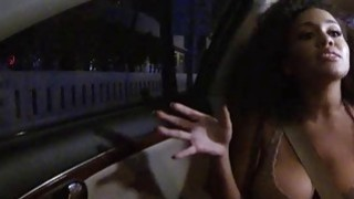 炎热的大山雀乌木朱莉凯在公共场合迷上了